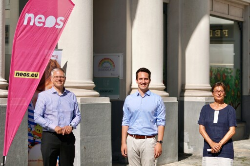 am Foto v.l.n.r: Elmar Walter, Geschäftsführer St. Nikolausstiftung; Christoph Wiederkehr, Landessprecher NEOS Wien; Monika Dundar, Pädagogin in Wien.