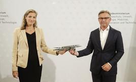 """BMK & Austro Control: """"Drohnenführerschein für mehr Sicherheit in Österreichs Luftraum"""""""