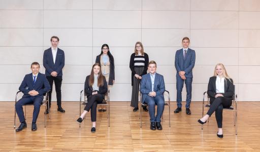 Bei den niederösterreichischen Raiffeisenbanken starten im August acht junge Menschen eine Lehre als Bankkaufmann/-frau