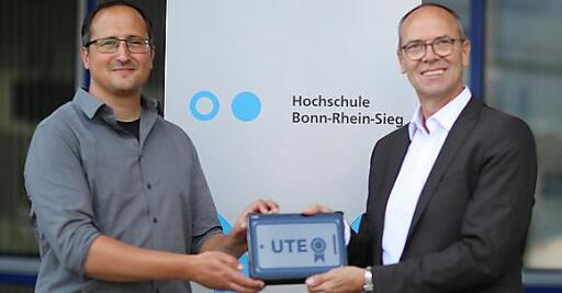 Professor Luigi Lo Iacono (li), Hochschule Bonn-Rhein-Sieg mit Auftraggeber Detlev Henze, Geschäftsführer der TÜV TRUST IT Unternehmensgruppe TÜV AUSTRIA. www.it-tuv.com
