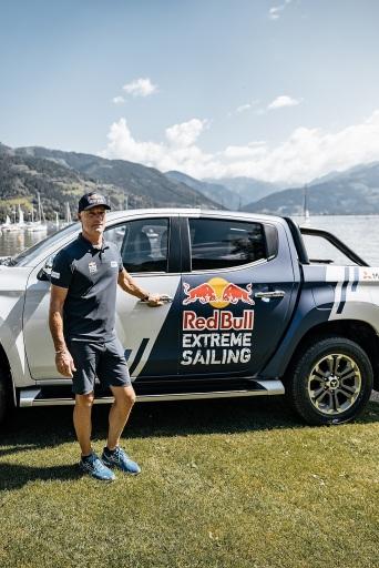 Hans-Peter Steinacher übernimmt den neuen Fuhrpark von Mitsubishi Motors Österreich