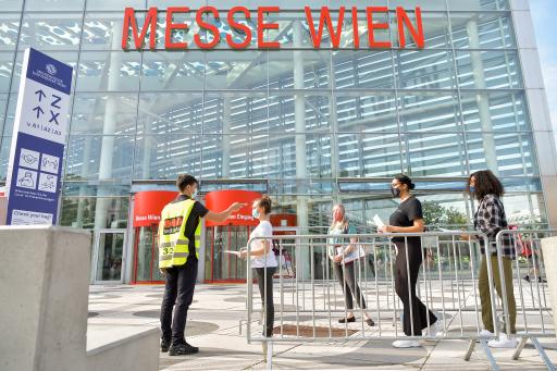 https://www.apa-fotoservice.at/galerie/23424 - An der MedUni Wien nahmen insgesamt 6.116 Personen am Aufnahmetest teil – davon 4.362 in Wien, 1.754 in Salzburg. Ursprünglich waren 8.620 Anmeldungen eingegangen.
