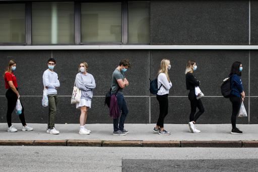 https://www.apa-fotoservice.at/galerie/23451 - An der Medizinischen Universität Innsbruck kamen am heutigen Freitag insgesamt 2.793 BewerberInnen zum Test. Bei der Online-Anmeldung bis Ende März waren es 4.008 Personen gewesen.