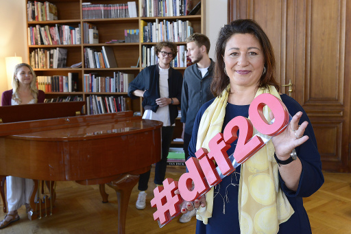#dif20 RTIC GewinnerInnen stehen fest..v.li.n.re. Maddy Rose, Another Vision, StRin Veronica Kaup-Hasler