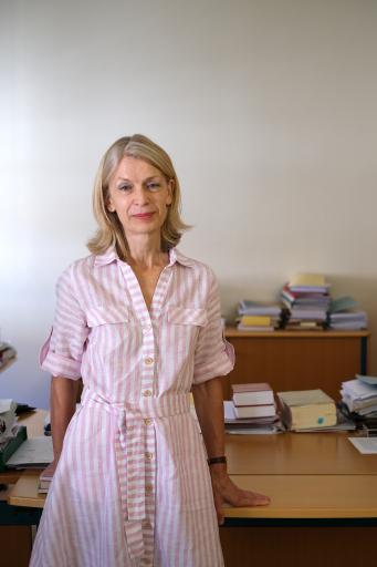 Barbara Göth-Flemmich im Büro im Justizministerium