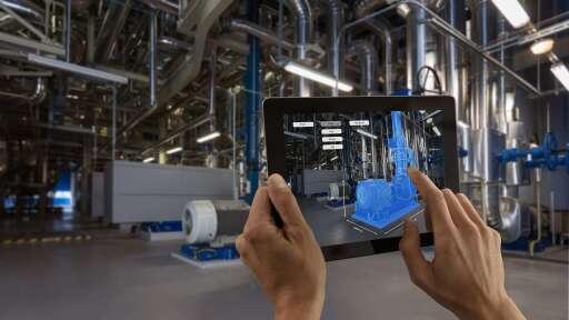 """Augmented-Reality-Einsatz in der Fabrik (Symbolbild). Weiterer Text über ots und www.presseportal.de/nr/13502 / Die Verwendung dieses Bildes ist für redaktionelle Zwecke honorarfrei. Veröffentlichung bitte unter Quellenangabe: """"obs/Ericsson GmbH"""""""