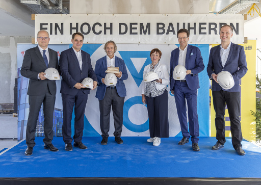 v.l.n.r: Dr. Gerald Höninger (DYWIDAG), DI Walter Hammertinger (Value One), Mag. Michael Griesmayr (Value One), Gemeinderätin Waltraud Karner-Kremser (Stadt Wien), DI Hubert Wetschnig (HABAU), BV-Stv. Mag. Bernhard Seitz (Leopoldstadt)