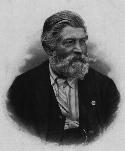 Alois Rohrauer aus Spital am Pyhrn war gelernter Sensenschmied und zog 1866 nach Wien, wo er in der Simmeringer Waggonfabrik als Feinmechaniker arbeitete. Als Sozialdemokrat, Gewerkschafter und Naturfreunde-Pionier kämpfte er für die Verbesserung der Lebensverhältnisse der Arbeiterschaft und für mehr Gleichberechtigung. Bei der vereinsrechtlichen Gründung der Naturfreunde am 16. September 1895 wurde Rohrauer zum ersten Obmann gewählt.