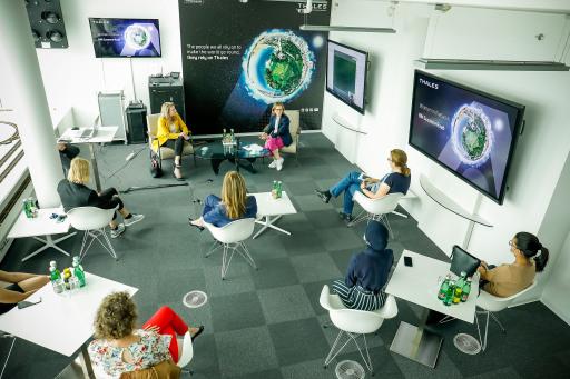 Frauenministerin Susanne Raab trifft Thales Women In Network