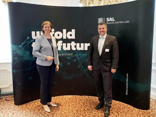 Landesrätin Barbara Eibinger-Miedl und SAL-Geschäftsführer Gerald Murauer