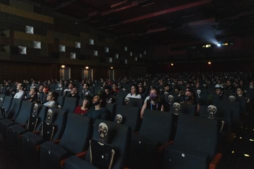 SLASH Filmfestival Opening Night im Gartenbaukino am 17. September. Gezeigt wurde die AU/US-Produktion RELIC - die Skelett-Abstandshalter schauten mit.