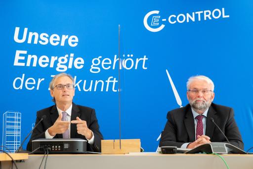 E-Control: Präsentation des Ökostromberichts. FOTO v.l.: Dr. Wolfgang Urbantschitsch, LL.M., Vorstand E-Control, DI Andreas Eigenbauer, Vorstand E-Control