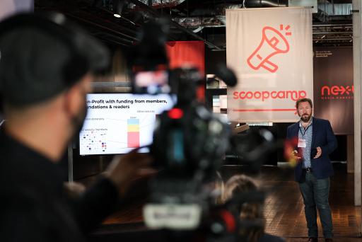 """Scoopcamp 2020: Die Innovationskonferenz für Medien von nextMedia.Hamburg und dpa fand in diesem Jahr erstmals als hybrides Format statt. In Keynotes, Panels und Masterclasses diskutierten die Teilnehmerinnen und Teilnehmer über aktuelle Herausforderungen und Innovationen. Hier im Bild: Chris Waiting (The Conversation). Jeff Jarvis skizziert beim scoopcamp 2020 die Zukunft der Medienbranche: """"Build something new!"""" / Weiterer Text über ots und www.presseportal.de/nr/8218 / Die Verwendung dieses Bildes ist für redaktionelle Zwecke honorarfrei. Veröffentlichung bitte unter Quellenangabe: """"obs/dpa Deutsche Presse-Agentur GmbH"""""""