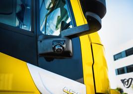 Mehr Verkehrssicherheit: Gesamte LKW-Flotte der Post mit Abbiegeassistenten ausgestattet