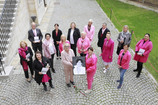PODIUM & MUTMACHERINNEN - AUFTAKT PINK RIBBON AKTION 2020