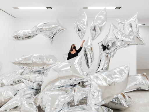Ausstellungsansicht ANDY WARHOL EXHIBITS a glittering alternative
