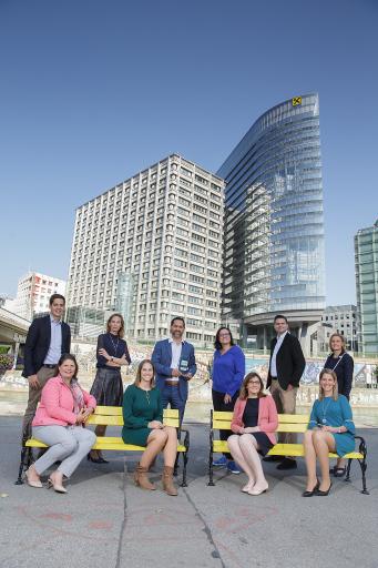 """Das """"Personalentwicklung und Recruiting""""-Team von Raiffeisen NÖ-Wien mit dem Leading Employers Award."""