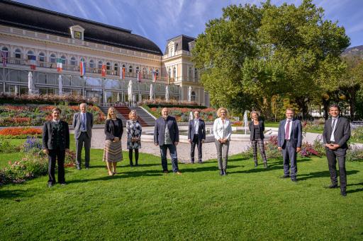 Reichert und Rabl übernehmen die Geschäftsführung der neu gegründeten Kulturhauptstadt Bad Ischl - Salzkammergut 2024 GmbH Bild mit Mitgliedern des Aufsichtsrates