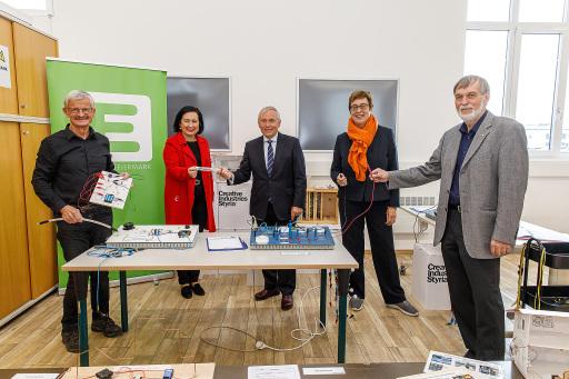 "v.l.n.r.: Eröffnung des ""Energie-Testlabors"" für Kinder: Rudolf Schwarz, Elisabeth Meixner, Christian Purrer, Theresia Vogel und Wolfgang Jilek"