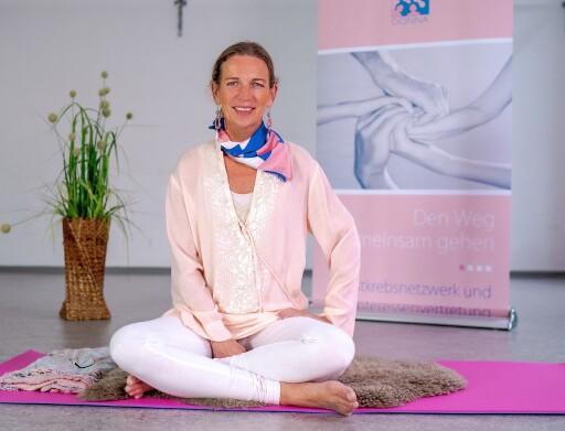 Europa Donna Austria bietet Kundalini Yoga für Brustkrebs-Patientinnen