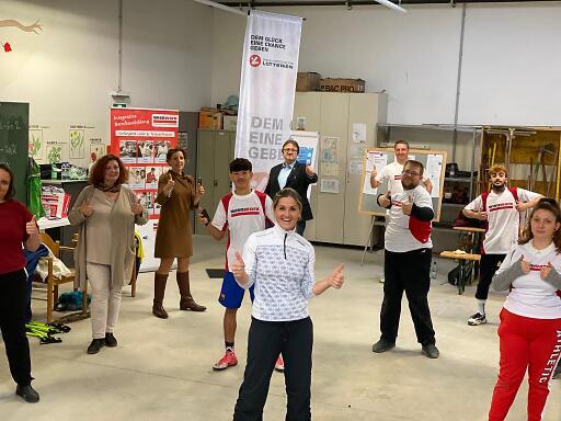 """Die ausgebildeten """"Wien Work - Work Out Peers"""" freuen sich über ihren Erfolg und sind voll motiviert."""