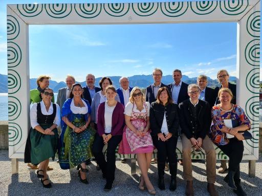 Das Team von IMMO-CONTRACT Oberösterreich mit IMMO-CONTRACT Geschäftsführer KR Karl Fichtinger.