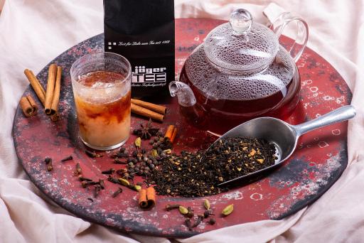 Chai Tee mit einem Schuss Milch Tee des Jahres 2020 bei JägerTEE, Wiens ältestes Teefachgeschäft