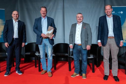 v.li. aws Geschäftsführer Bernhard Sagmeister, Business Angel of the year Nikolaus Futter, Business Angel of the year 2019 Markus Ertler und Viktor Pasquali, aws Programm-Manager.