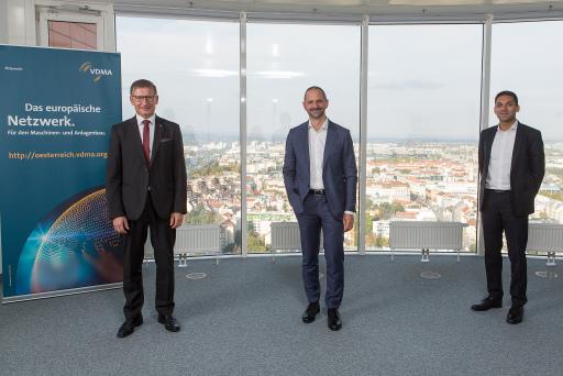 Der neue Vorsitzende Dr. Christoph Steger, Engel Austria GmbH (Bildmitte), mit beiden Stellvertretern Dr. Markus Baldinger, Pöttinger Landtechnik GmbH (links im Bild), und Mag. Alexander Melkus, Sigmatek GmbH.