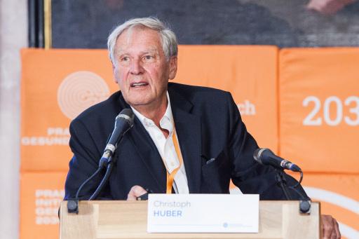 Univ.-Prof. Dr. Christoph Huber bei den 5. PRAEVENIRE Gesundheitstagen im Stift Seitenstetten