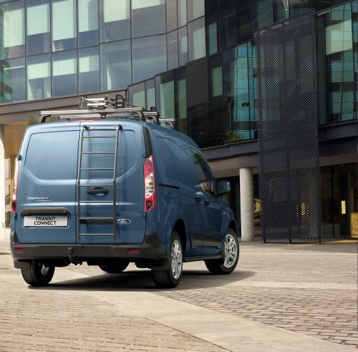 """Ford reagierte außerdem auf einen vielfach geäußerten Kundenwunsch und erhöht die Nutzlast des Transit Connect-Kastenwagen nun auf bis zu 907 Kilogramm (netto = ohne Fahrergewicht). Rechnet man das Standard-Fahrergewicht von 75 Kilogramm mit ein, beträgt die maximale Brutto-Nutzlast nun sogar bis zu 982 Kilogramm. Bei dieser Version handelt es sich um den Transit Connect-Kastenwagen Active L1 mit dem 1,5-Liter-EcoBlue Diesel (88 kW/120 PS), 6-Gang-Schaltgetriebe und Beifahrer-Einzelsitz - eine Nutzlast-Verbesserung von 79 Kilogramm gegenüber früheren Versionen und dies ohne Kompromisse in puncto Vielseitigkeit oder Kraftstoff-Effizienz. / Weiterer Text über ots und www.presseportal.de/nr/143363 / Die Verwendung dieses Bildes ist für redaktionelle Zwecke honorarfrei. Veröffentlichung bitte unter Quellenangabe: """"obs/Ford Motor Company (Austria) GmbH"""""""