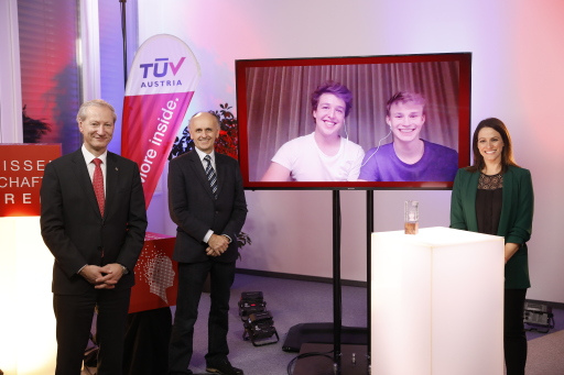 """Kilian Gross und Vinzenz Geiger von der HTL Bregenz nahmen am 11. November 2020 bei der virtuellen Preisverleihung den Publikumspreis in der Kategorie """"HTL-Abschlussarbeiten"""" entgegen"""