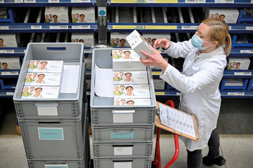 "The demand for the NADAL® Covid-19 antigen test is very high. The medical technology company nal von minden GmbH from Moers, Germany, is therefore doubling its production. The new goal: to make 80 million rapid corona tests available every month from January on. / Weiterer Text über ots und www.presseportal.de/nr/149481 / Die Verwendung dieses Bildes ist für redaktionelle Zwecke honorarfrei. Veröffentlichung bitte unter Quellenangabe: ""obs/nal von minden GmbH/SASCHA STEINBACH"""