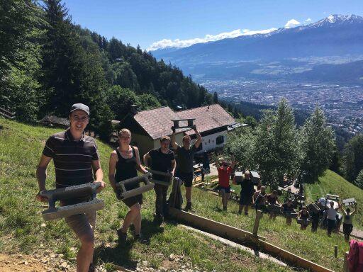 """Die Jungbauernschaft/Landjugend Bezirk Innsbruck Stadt und Land sicherte sich mit ihrem Projekt """"Wir bauen die Herz-Jesu-Bezirkskapelle"""" Landjugend Award 2020."""