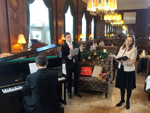 Michael Havlicek und Sabina Eisinger bei den Aufnahmen im Café Landtmann