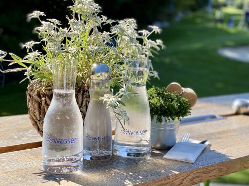 wellwasser® frisch gezapft, in Wellwasser Glaskaraffen frisch gezapft
