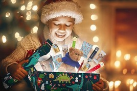 Happy Friday statt Black Friday: WIRmachenDRUCK spendet 10.000 Weihnachtsgeschenke für Kinder (FOTO)
