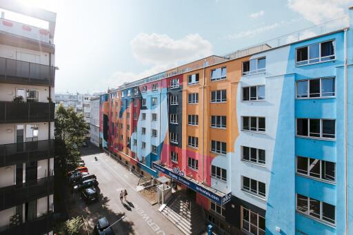 90% der a&o Hostels haben bereits barrierefreie Zimmer. So auch das a&o Wien Hauptbahnhof.
