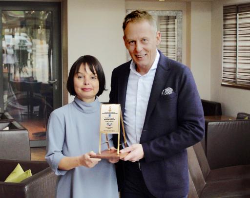 BIDL zu OTS - li. Maria Ammerhauser und re. Raimund Schörghofer, Hotel-Restaurant Ammerhauser, Salzburg, Preisträger Das Goldene Flipchart