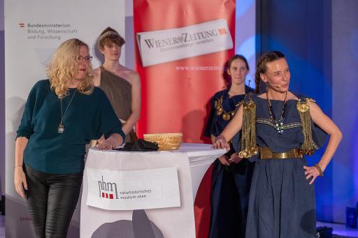 Karina Grömer und Andrea Krapf, Staatsmeisterinnen im Science Slam