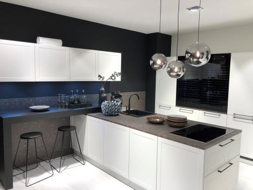OZONOS Aircleaner in schwarz in einer Nolte Küche