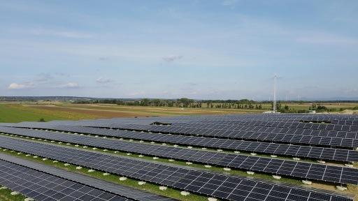OMV und VERBUND nehmen die größte Flächen-Photovoltaikanlage in Österreich in Betrieb