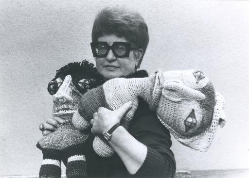 """Portrait Lieselott Beschorner mit """"Puppas"""", 1982, Wien Museum-MUSA"""