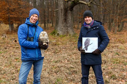 Dr. Richard Zink von der Österreichischen Vogelwarte (links) und Mag. Robert Gulla, CEO von LUKOIL (rechts).