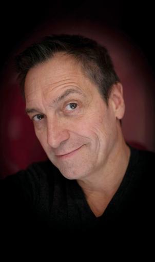 """Dieter Nuhr spielt sein aktuelles Programm """"Kein Scherz!"""" am 08.08.21 auf der Donaubühne Tulln"""