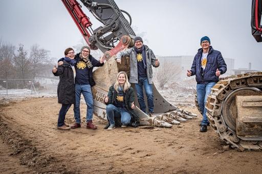 Der Ausbau der Kräuterhallen in Sprögnitz startet. Im Bild: Edith und Johannes Gutmann gemeinsam mit Manuela Raidl-Zeller, Gerhard Leutgeb und Klaus Doppler.