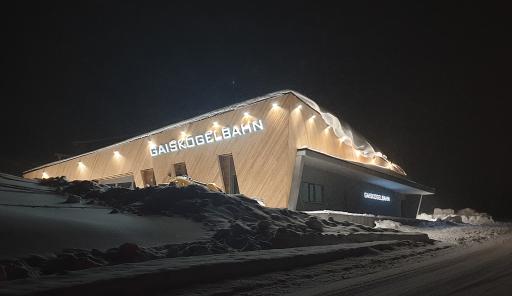 Die neue GaisKogelBahn mit Sitzheizung und Wetterschutzhauben befördert die Kühtai-Gäste in knapp 4 Minuten von der neuen Talstation auf 2.335 Meter mitten ins Skigebiet.