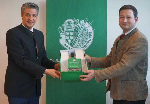 Ballobmann Stefan Jauk und NÖ Bauernbunddirektor Paul Nemecek freuen sich über den großen Erfolg des Ballsets.