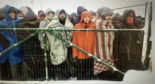 Bei Kälte und Schnee harren unzählige Männer in Bosnien aus und warten auf Hilfe
