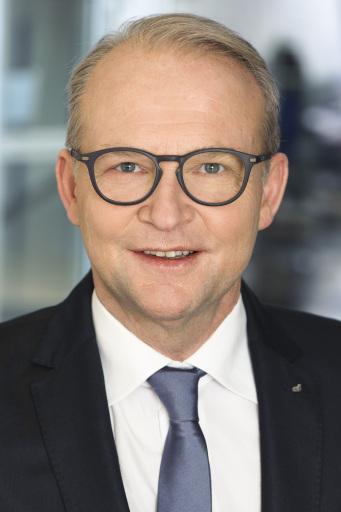 Reinhard Gojer freut sich über das gute Ergebnis der DONAU Versicherung